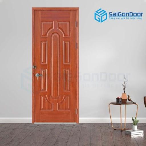 Cửa gỗ cao cấp với cánh cửa chia thành nhiều ô có kích thước khác nhau